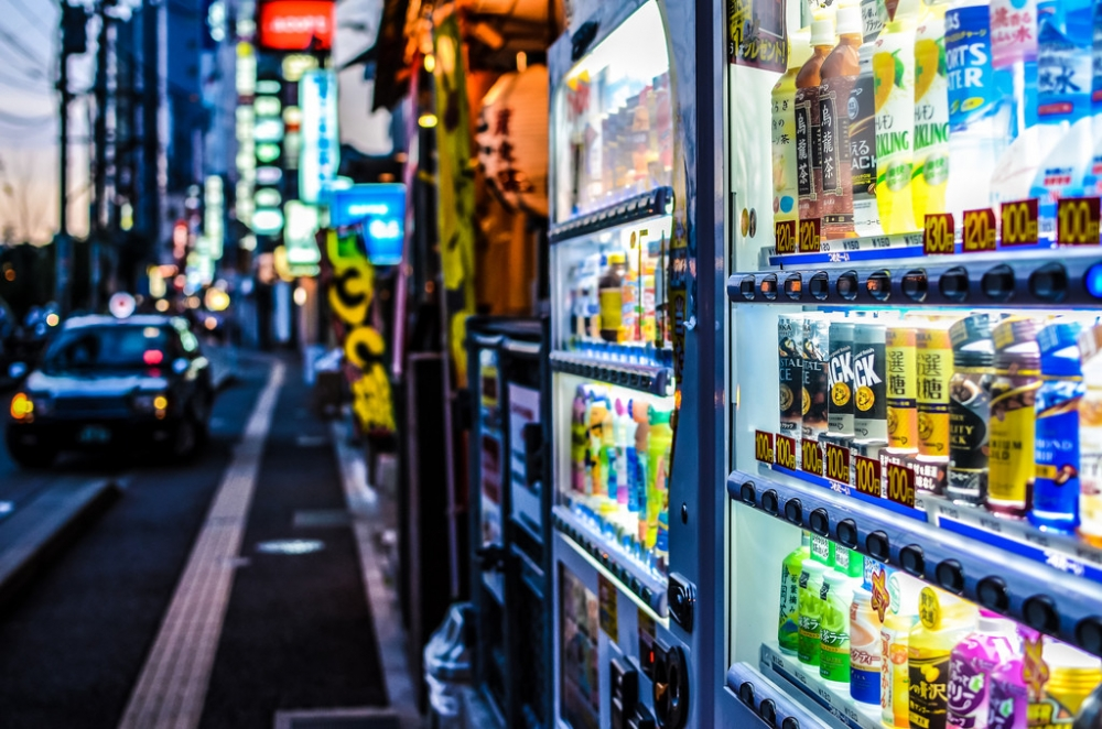 https://spoonuniversity.com/wp-content/uploads/sites/55/2016/04/japan-vending-machine-1024x678.jpg